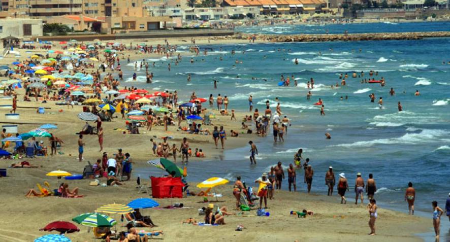 las playas están llenas y se necesita un trasvase para el abastecimiento